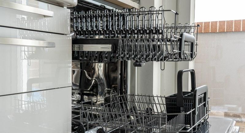 lavastoviglie aperta all umidita